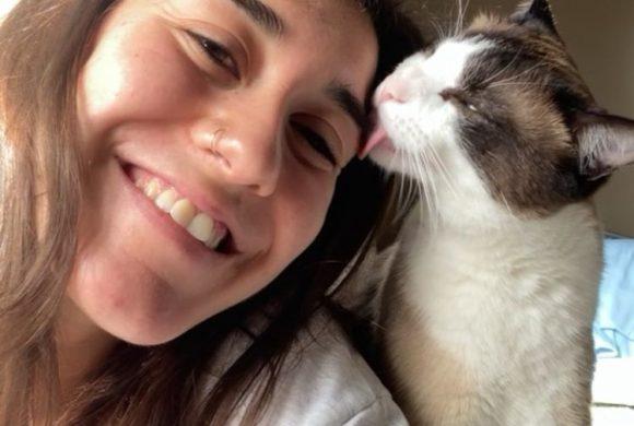 Experiencias de adoptantes. Sandra: «Sentía que adoptar y dar hogar a un gato me daría seguridad y responsabilidad»
